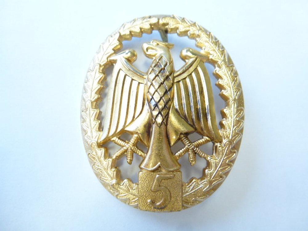 Leistungsabzeichen Gold mit Zahl 5 auf hellgrau handgestickt Bundeswehr 9