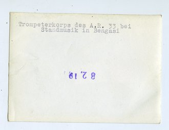 Trompeterkorps des A.R. 33 bei Standmusik in Bengasi, Maße 7,5 x 10,5 cm