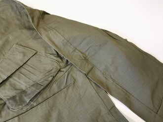 U.S. 1969 dated Coat, Man´s Combat Tropical, Rip Stop. Size Medium Regular, unused, 1 piece